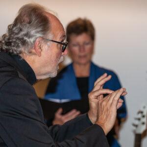 Jan Maas dirigeert Allegrezza, Kruisruimte, 19 okt 2019. Foto: Jan Visser